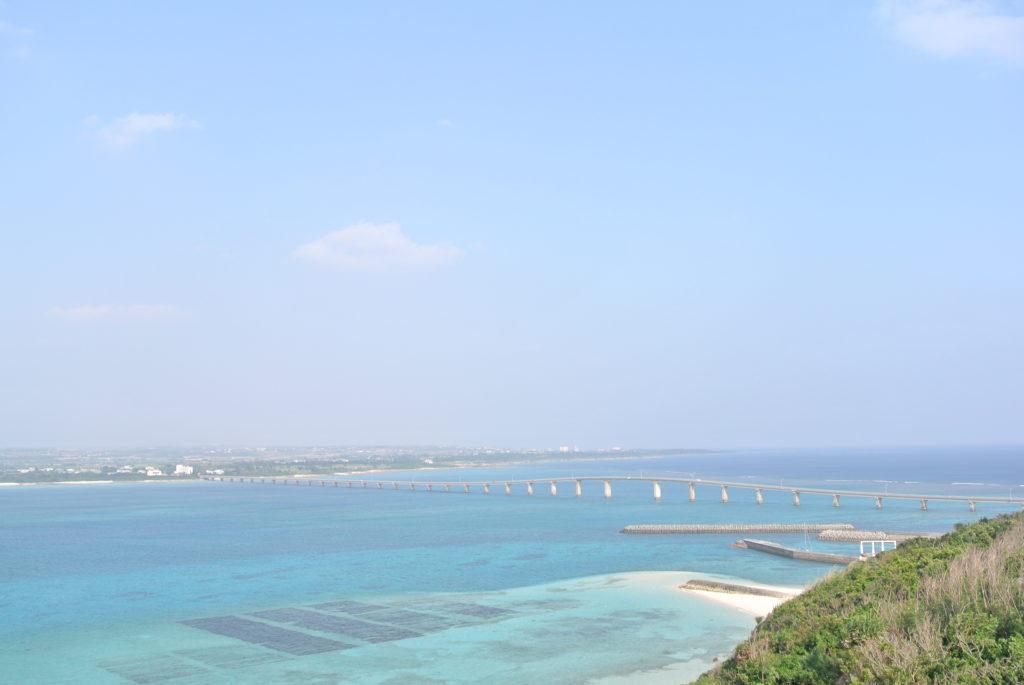 竜宮展望台から見える来間大橋