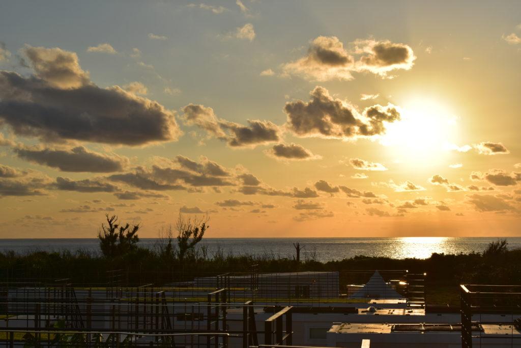 RUGU ルーフトップデッキから見える夕景