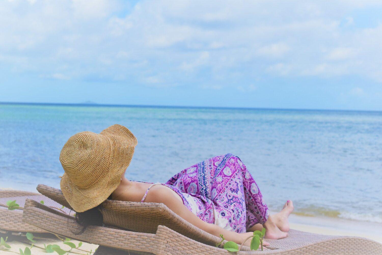 ビーチでのんびりしている写真